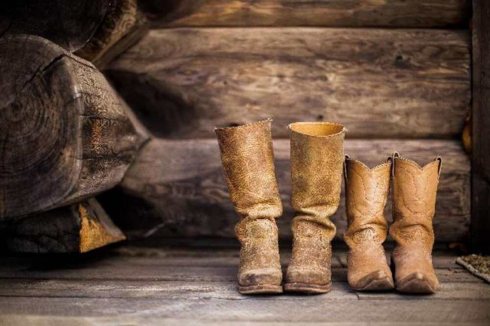how to stretch cowboy boots instep